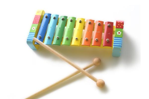 Beneficios de juguetes musicales para niños